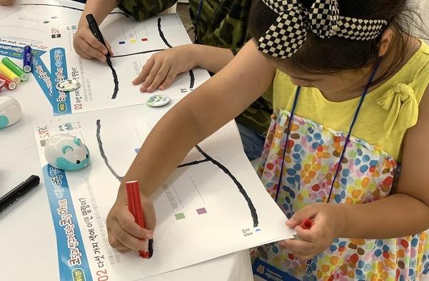 """""""뜨거운 초등 코딩 교육열기"""" 코딩캠프에 어린이·학부모 몰려"""