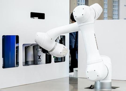 라운지랩, 음료 제조·밀봉 바리스타 로봇 선봬